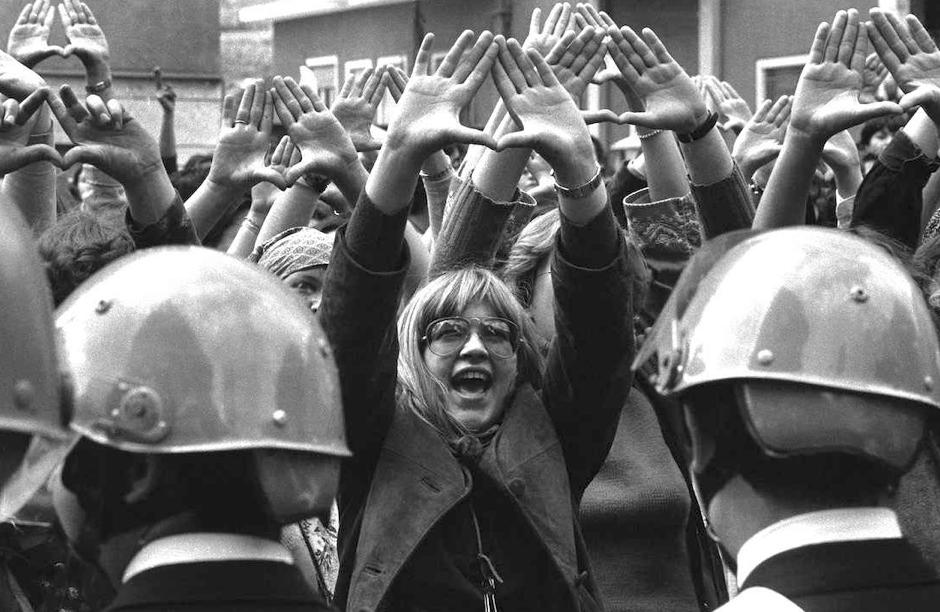 -Carica di polizia contro un corteo femminista -